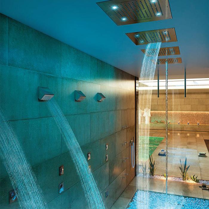 doccia in piscina